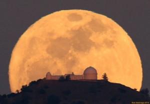 a_moon-illusion-rick-baldridge-lick-observtorystv2-517x360